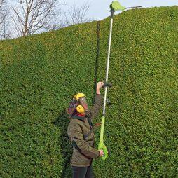 18V Telescopic Cordless Hedge Trimmer