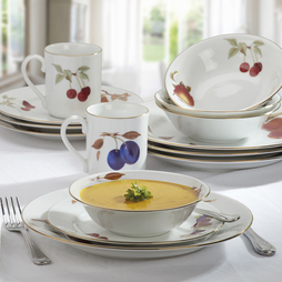 Royal Worcester Evesham Gold 16 Piece Dinner Set
